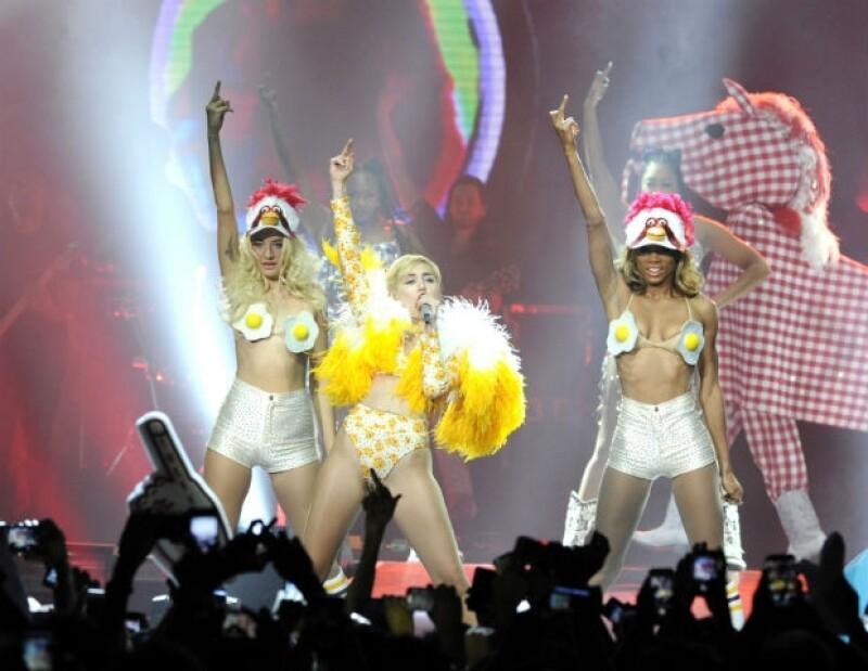 Miley confesó haber tomado algunos tequilas la noche anterior al concierto.