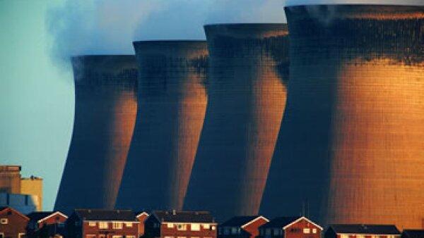 Para Wolf, una de las alternativas para combatir el cambio climático es gravar las emisiones de carbono.  (Foto: Getty Images)