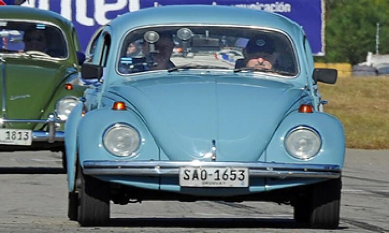 El coche del presidente Mujica es un Volkswagen de 1987 y tiene un valor real de sólo 2,900 dólares.   (Foto: AFP )