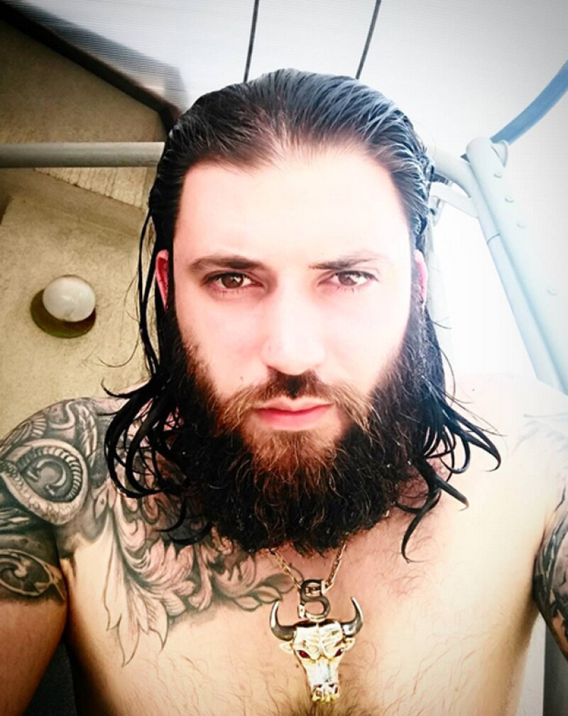 Este es el look actual de Stanislav Ianevski.