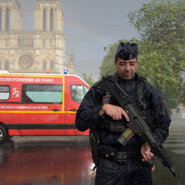 Police Attacker Shot At Notre-Dame Cathedral