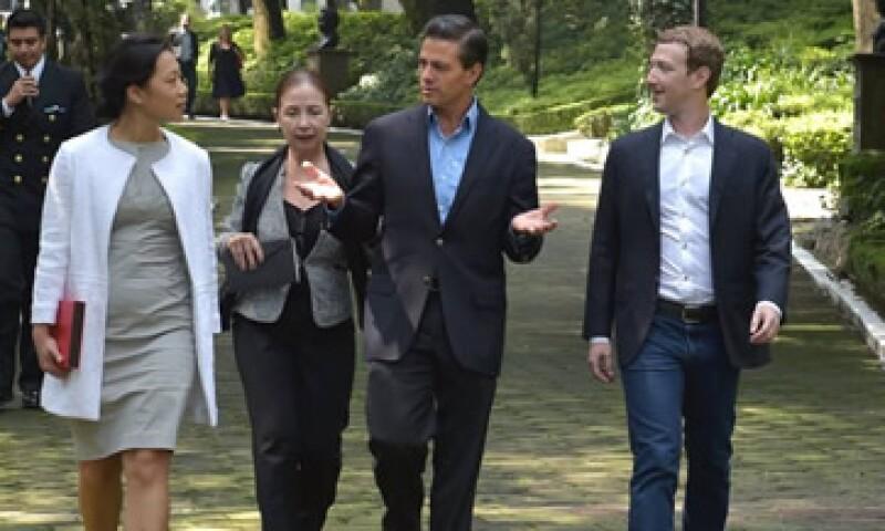 Peña Nieto y Zuckerberg hicieron un recorrido por la residencia de Los Pinos. (Foto: facebook.com/EnriquePN)