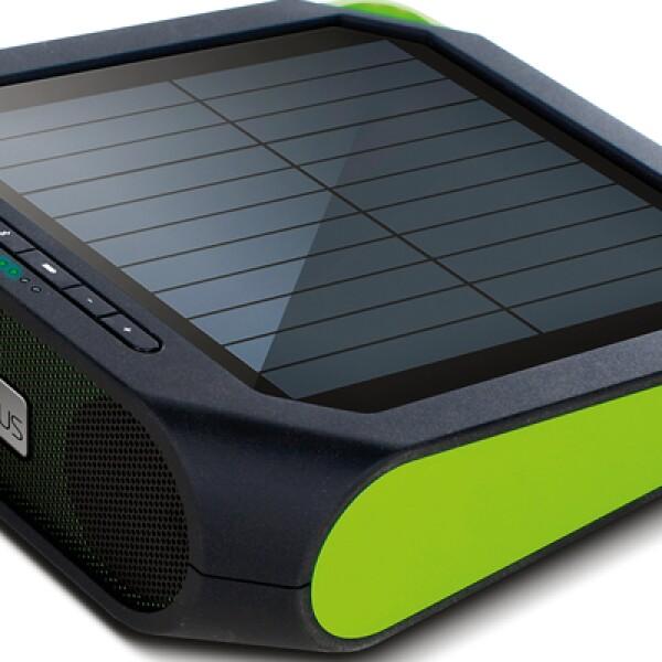 Estas bocinas Rugged Rukus funcionan con energía solar y se conectan a tus dispositivos vía Bluetooth, mediante entrada auxiliar o puerto USB. Resiste salpicaduras y carga tus dispositivos. Precio: 100 dólares.