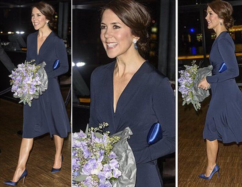 El vestido fue creado en un azul especialmente para Kate, mientras que Mary optó por un tono más oscuro.