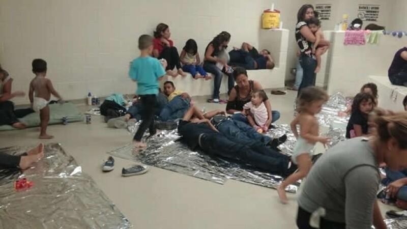 Un centro de detención de inmigrantes al sur de Texas, en el que se muestra a menores centroamericanos que viven momentos difíciles