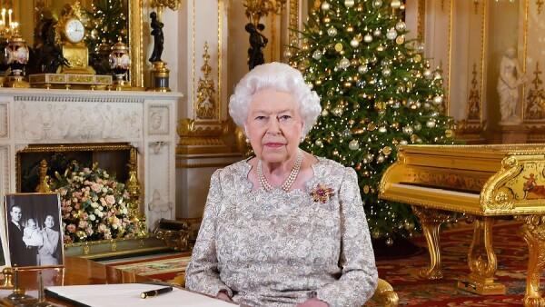 La reina Isabel II es considerada ícono de moda 2018