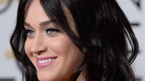 La cantante reveló a Jennifer Lawrence que usaba un `Bumpit´, una especie de plástico redondo que da volumen al pelo.