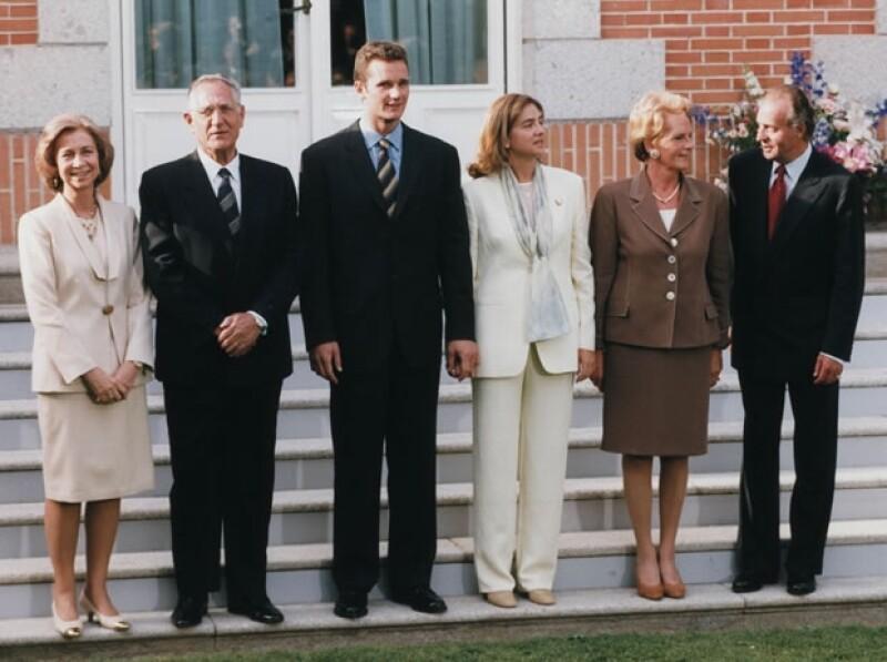 Cristina, Iñaki y sus familias en el anuncio de su compromiso e 3 de mayo de 1997.