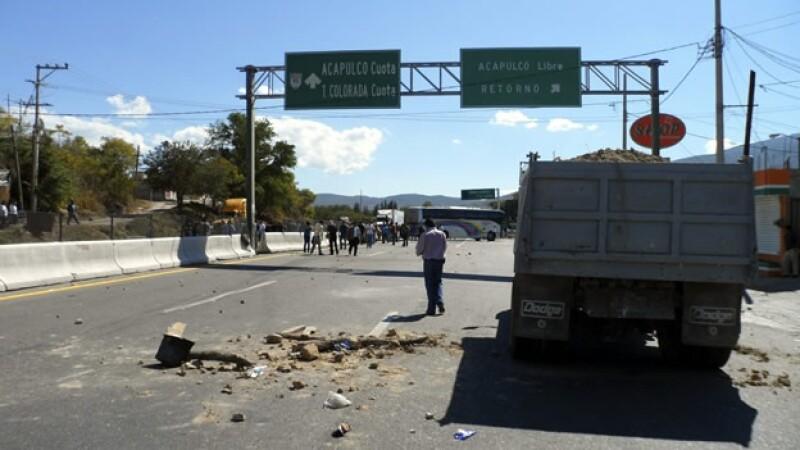 manifestación guerrero ayotzinapa 6