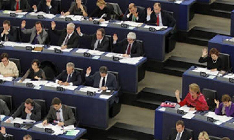 Los eurodiputados confían en que el reglamento podrá reducir la especulación con los bonos de países europeos. (Foto: Reuters)