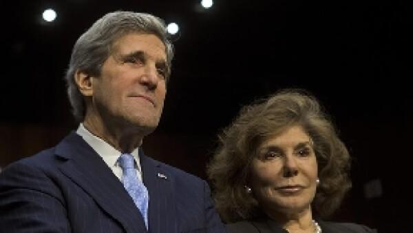 La esposa de John Kerry fue diagnosticada con cáncer en diciembre de 2009 y luego del susto, parece que ya se encuentra estable.