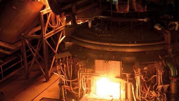 Desde 2015, AHMSA se ha visto obligada a recortar empleos y producción ante la caída en la demanda mundial de acero.