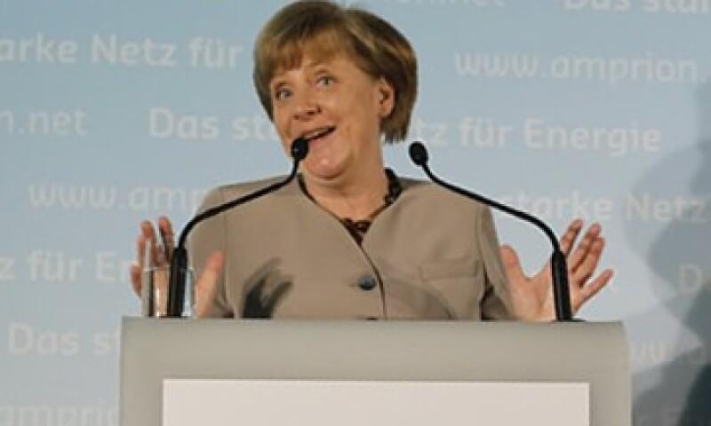 La canciller alemana, Angela Merkel, discutirá sobre la necesidad de tener una agencia europea que dé seguimiento a los grandes bancos. (Foto: Reuters)