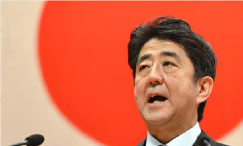 El Gobierno de Shinzo Abe también ha impulsado una política monetaria ultra laxa y un fuerte gasto fiscal.  (Foto: Cortesía CNNMoney.com)