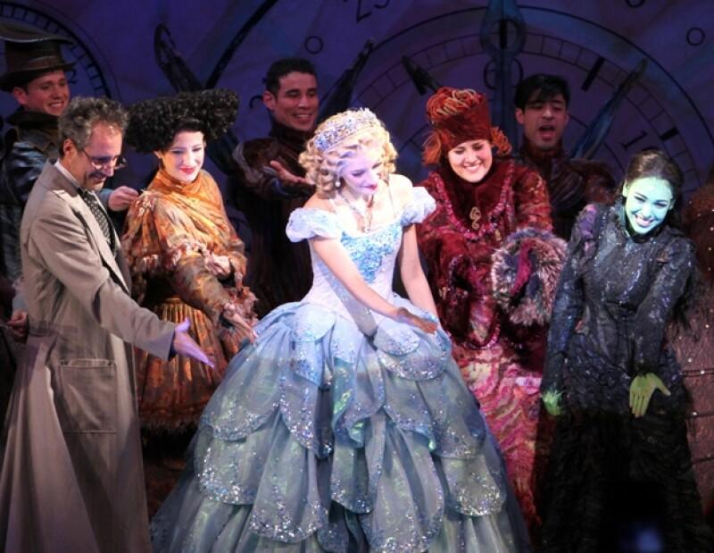 Los actores celebraron sus 100 representaciones con el Teatro Telcel lleno.