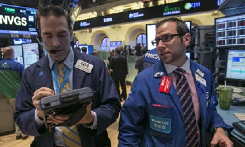 La Fed compra actualmente 85,000 mdd mensuales en bonos para alentar la recuperación económica de EU.  (Foto: Reuters)