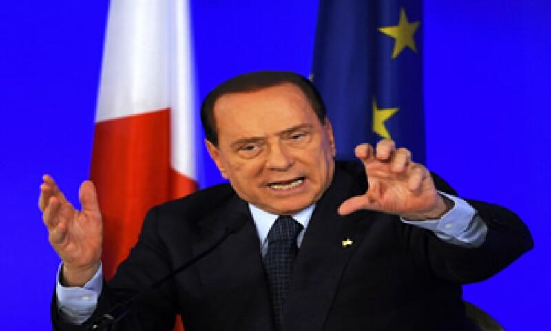 La expectativa de que el primer ministro de Italia, Silvio Berlusconi, dejará su cargo, más la crisis de deuda que vive ese país, han presionado al alza el rendimiento de los bonos italianos (Foto: Reuters)