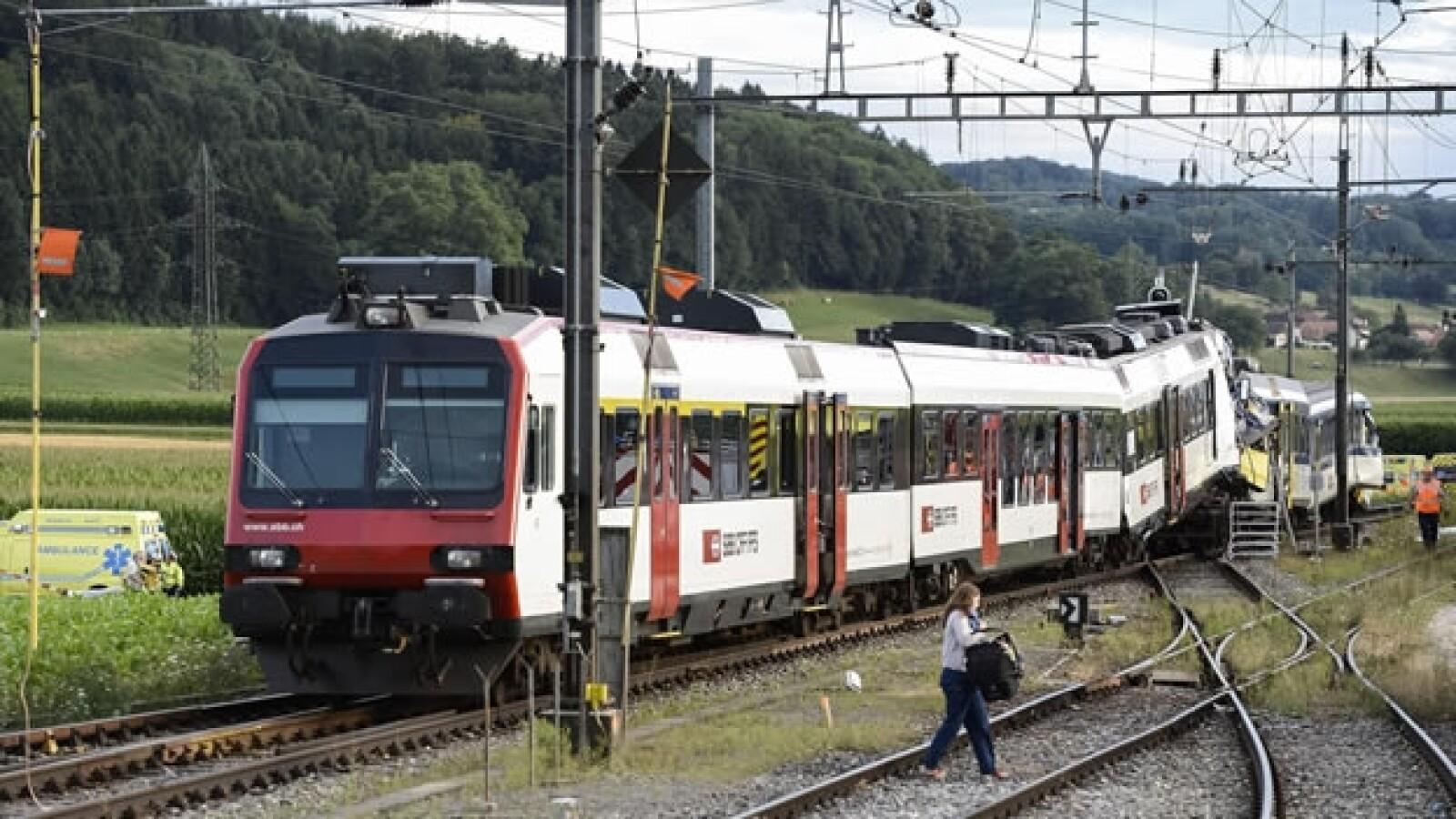 Dos trenes chocan en Suiza