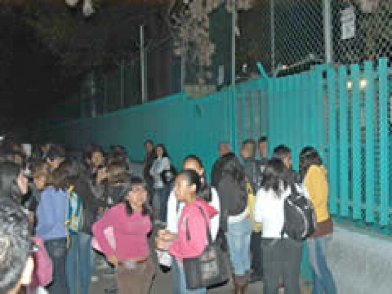 Todas las escuelas en el DF y el Estado de México suspendieron actividades este viernes por el brote de influenza (Foto: Notimex)