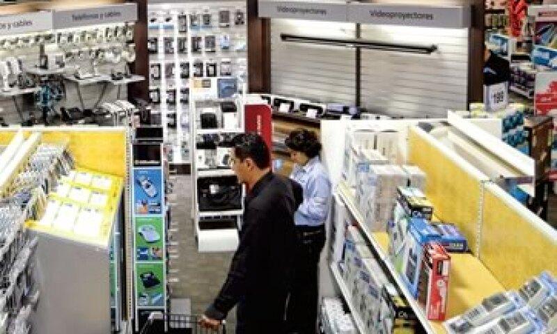 OfficeMax busca una estrategia de ventas donde el papel ya no sea el eje de sus ingresos. Esto a causa de las tendencias 'verdes' y las nuevas tecnologías que tienen lugar a nivel global. (Foto: Ramón Sánchez Belmont)