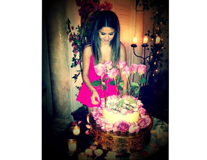 La actriz cuyo cumpleaños fue este domingo, no solo recibió una sorpresa en los Teen Choice Awards, sino que también celebró sus 20 años en una romántica cena con su novio, Justin Bieber.