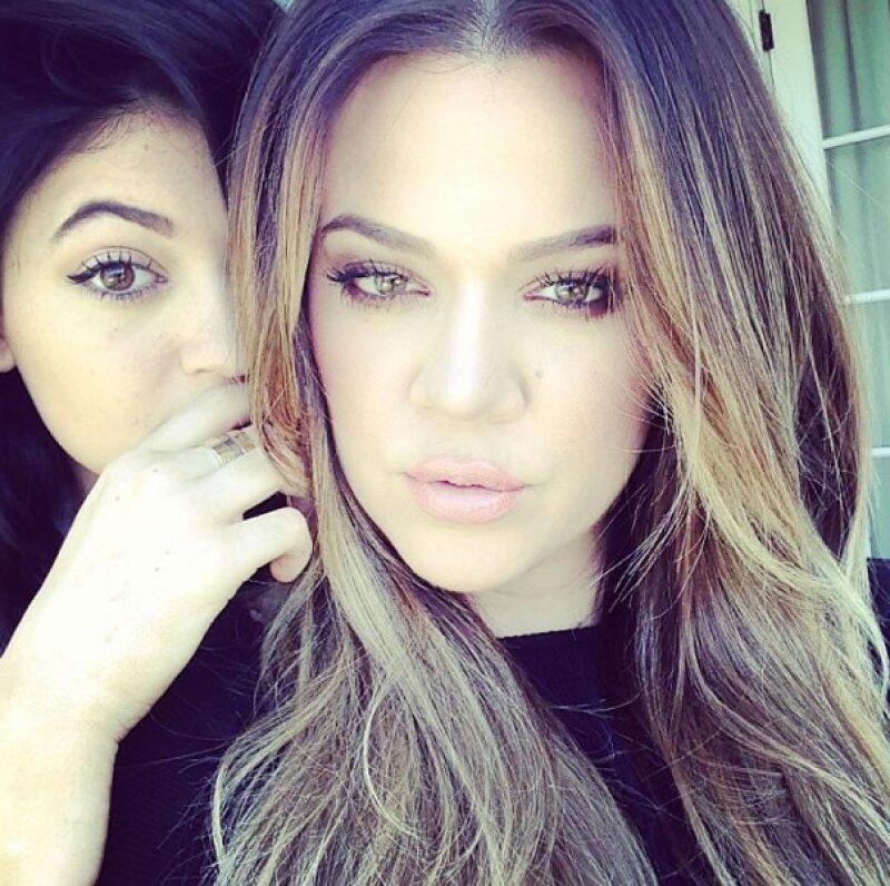 Khloé Kardashian amaba posar con su familia. Aquí con Kylie.