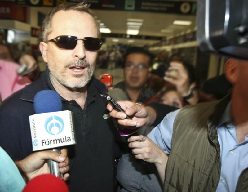 El cantante español llegó ayer por la tarde al país para arrancar la campaña de `La Voz… México 2´.