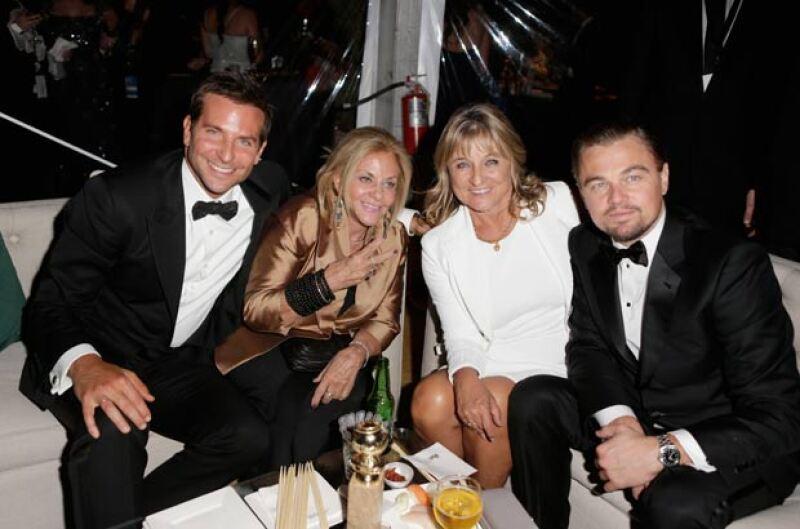 Y al parecer no es el único pues Bradley también aparece en eventos como los Golden Globes acompañado por su mamá.