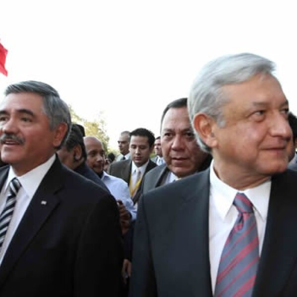 López Obrador se registra ante el IFE