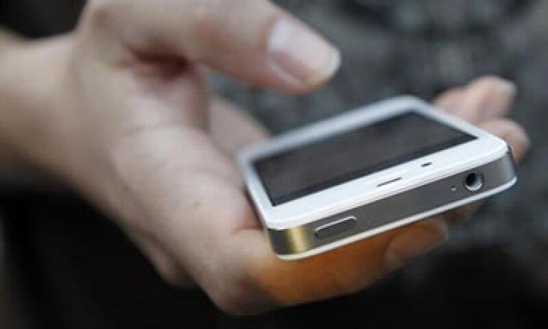 Samsung acusa a Apple de infringir patentes relacionadas con las comunicaciones inalámbricas para teléfonos inteligentes. (Foto: Reuters)