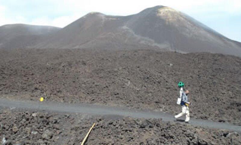 Un Trekker de Google subiendo el Monte Etna. (Foto: Google Maps)