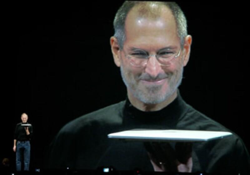 ebfbdcaeeb9 Steve Jobs se encarga de comandar un ejército de 34,000 trabajadores en  Apple. (Foto