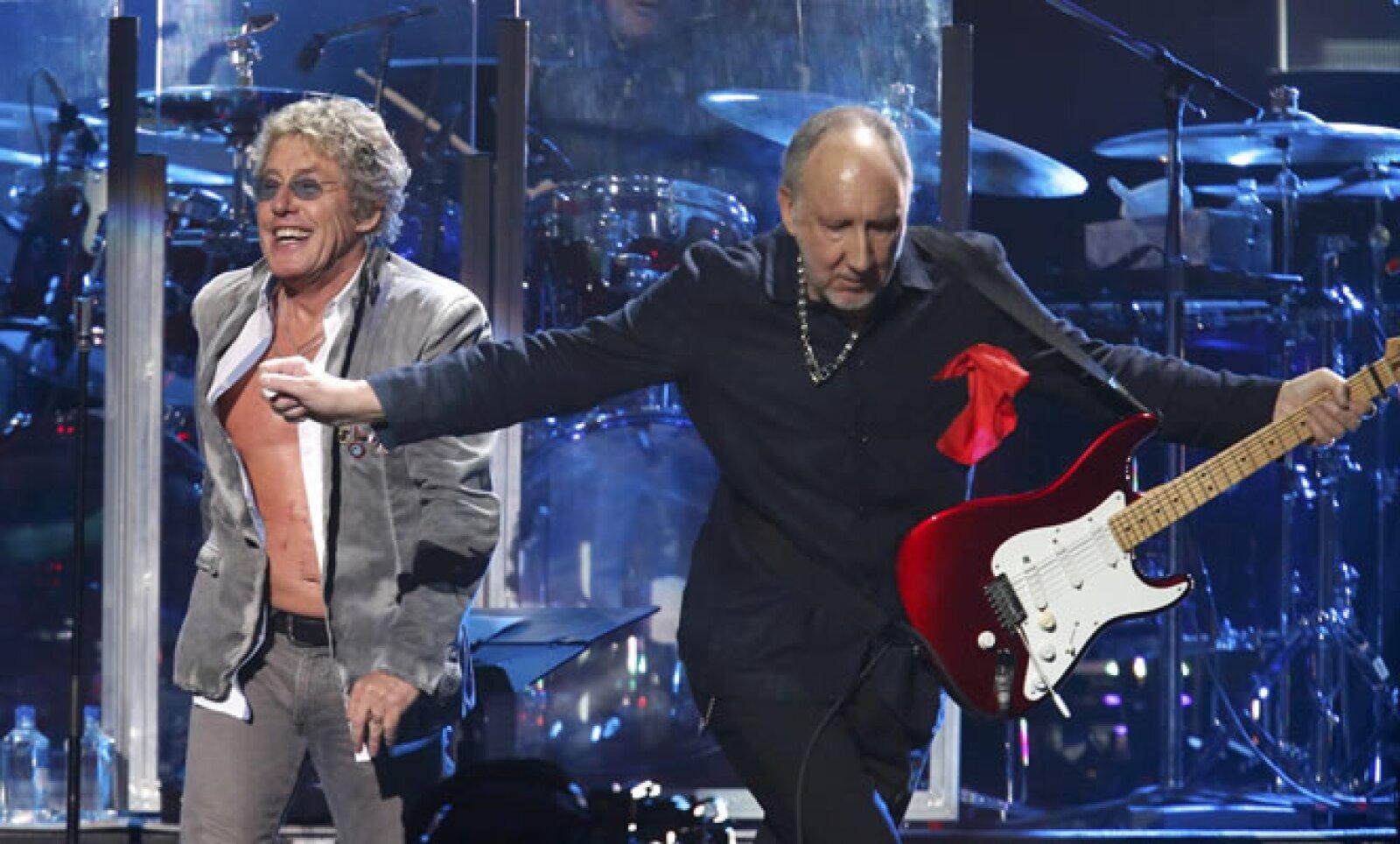 The Who puso el toque rudo al concierto. Roger Daltrey y Pete Townshend tocaron los temas clásicos 'Who are You', 'Bellboy', 'Pinball Wizard' y 'See Me, Feel Me'.