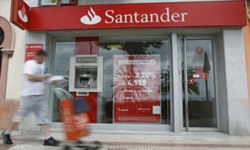 Fuentes señalan que los bancos ya fueron informados de la decisión de la calificadora. (Foto: Reuters)