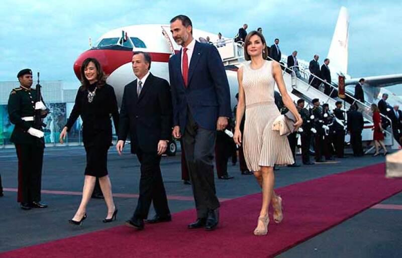 Felipe VI y Letizia llegaron este domingo para una visita de Estado, la primera a un país americano desde que él ascendió al trono y en la que se buscará fortalecer los lazos económicos y políticos.