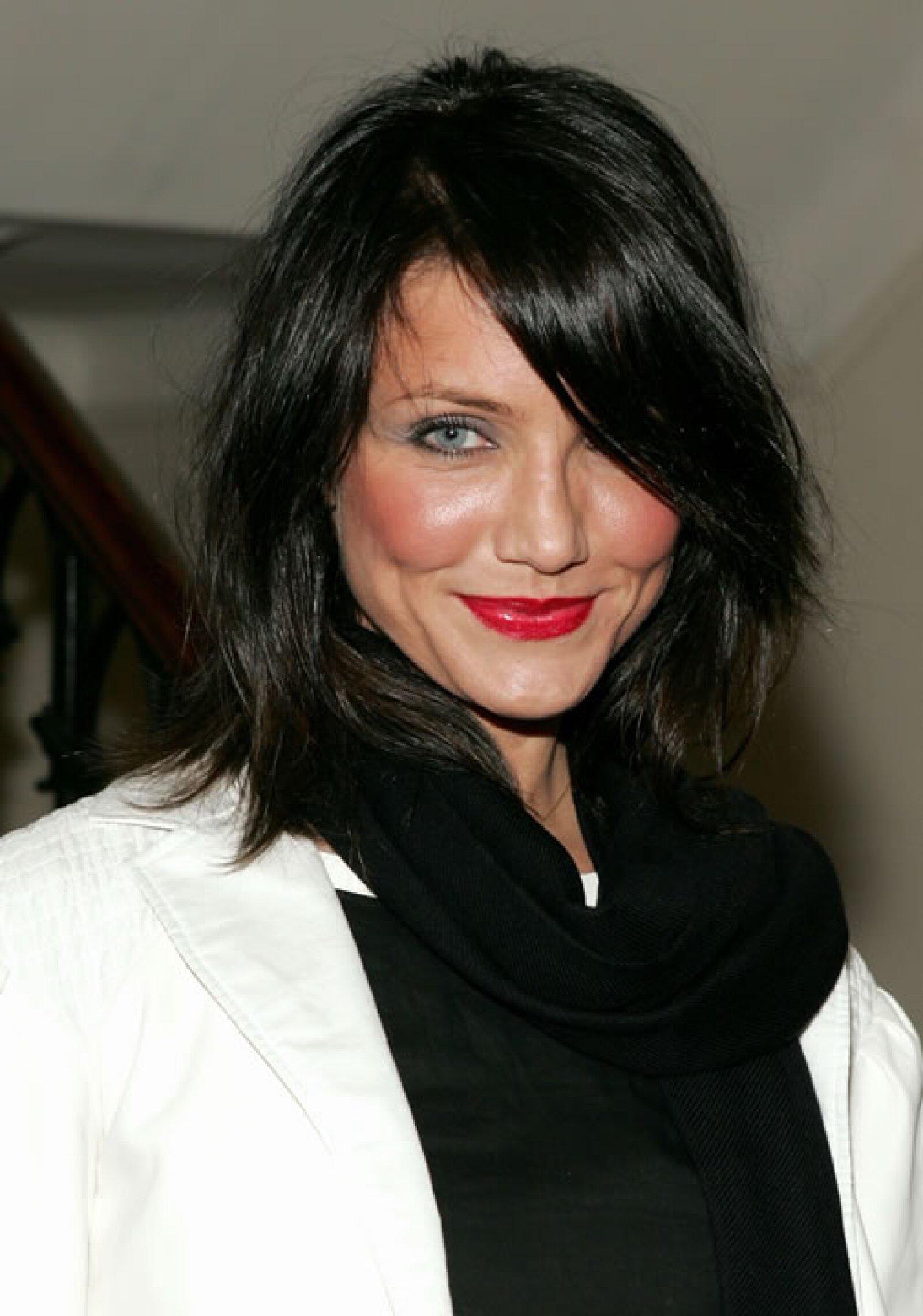 Cameron Diaz- En algún momento la actriz decidió teñirse el pelo demasiado oscuro y provoó un fuerte contraste con su piel y ojos claros.