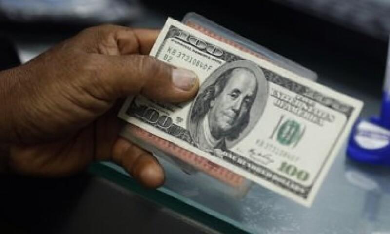 Banco Base estima que este jueves el tipo de cambio podría fluctuar entre 12.86 y 12.98 pesos por dólar. (Foto: Reuters)