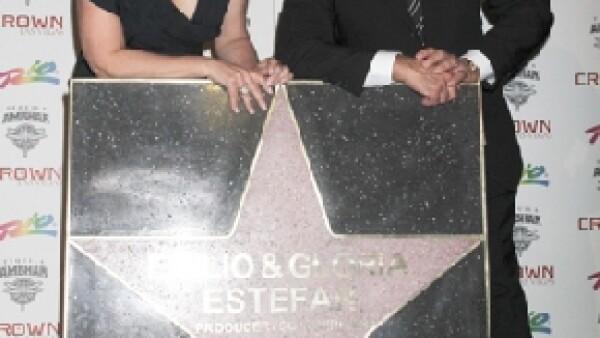 Los cubanos recibieron este reconocimiento como pareja, en el homenaje que la ciudad ofrece a las celebridades de la música latina.
