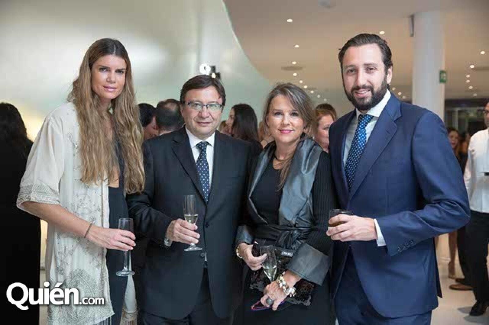 Rocío de Hoyo,Manuel Quintanero,Sandra Rey y Manuel Quintanero jr.