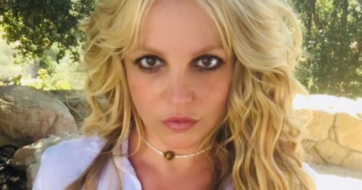 Britney Spears' former manager apologizes for failing her