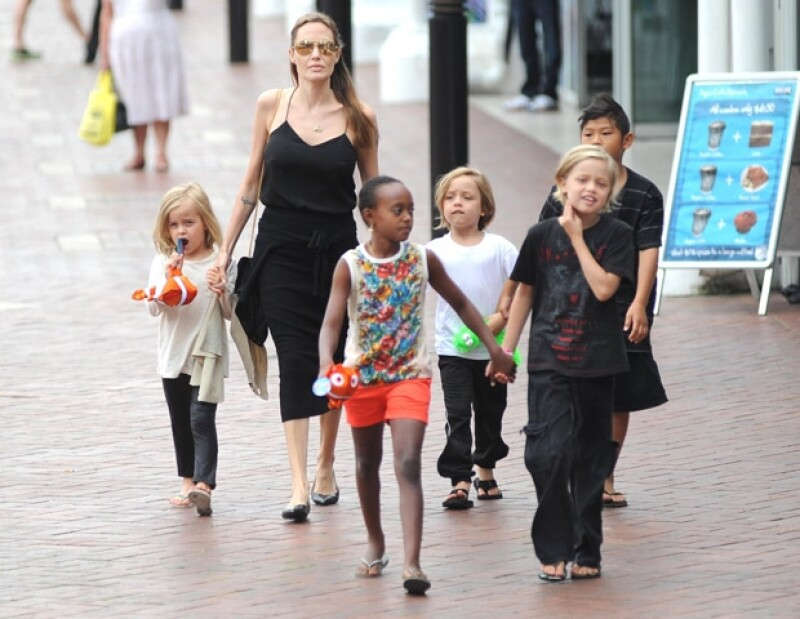 La actriz reveló a la revista People detalles de los avances en los preparativos de la boda entre ella y Brad Pitt.