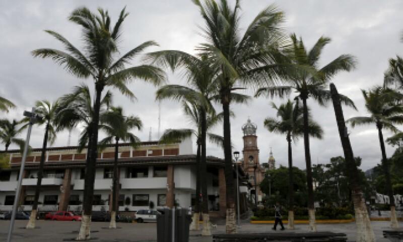 Se seguirá apoyando a los turistas que fueron resguardados tras el paso de Patricia por Vallarta, dijo el Gobierno local. (Foto: Reuters)