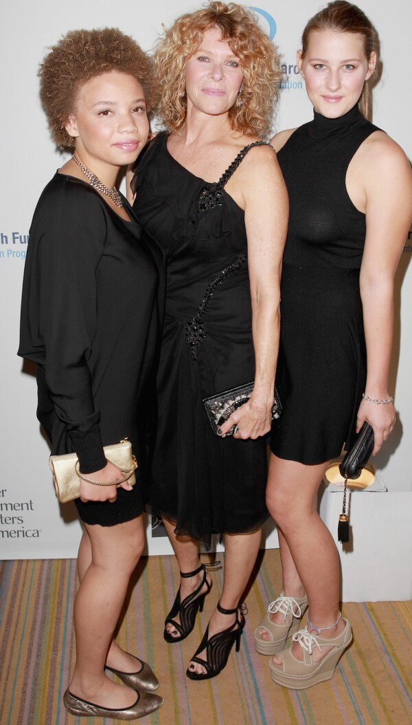 """EIF Women's Cancer Research Fund's 16th Annual """"An Unforgettable Evening"""" Presented By Saks Fifth Avenue - Red Carpet"""