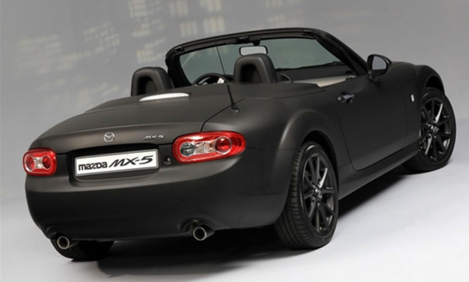 La marca ha lanzado una versión especial denominada Matte y Black, una coupé deportiva de inconfundible diseño y buena terminación.