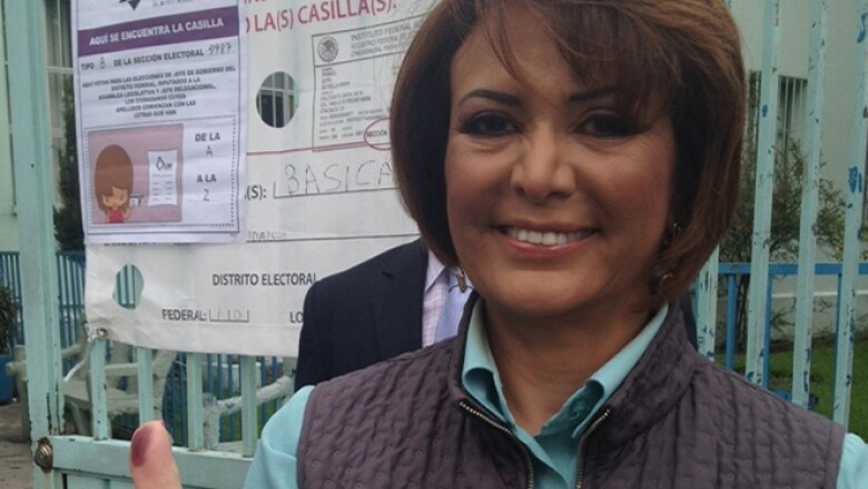 La candidata al gobierno capitalino de Nueva Alianza, votó a las 9:30 horas en la casilla B de la sección 4987, ubicada en Paseo de la Reforma 1125, en la Escuela Chapultepec.