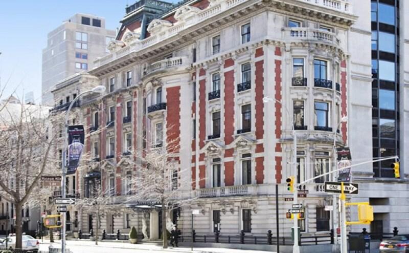 Esta propiedad tiene 12 habitaciones, 10 baños completos y ocho pisos; la vivienda fue construida en 1901 y se vende por el doble de lo que le costó a Slim.