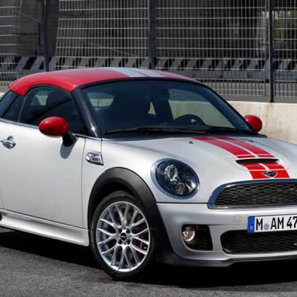 Estará disponible a finales de 2011 con un precio que oscilará entre 22,000 y 31,900 dólares en su versión más equipada.