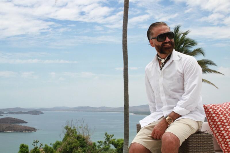 El cantante realizará un complejo residencial y hotelero en Costa Alegre, por lo que este pasado fin de semana se reunió con varios desarrolladores de la zona, y nos contó del proyecto.