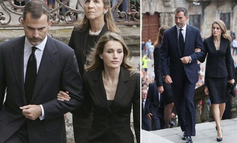 Letizia y Felipe acudieron en representación de la Famila Real española, ambos mostraron un rostro desencajado.