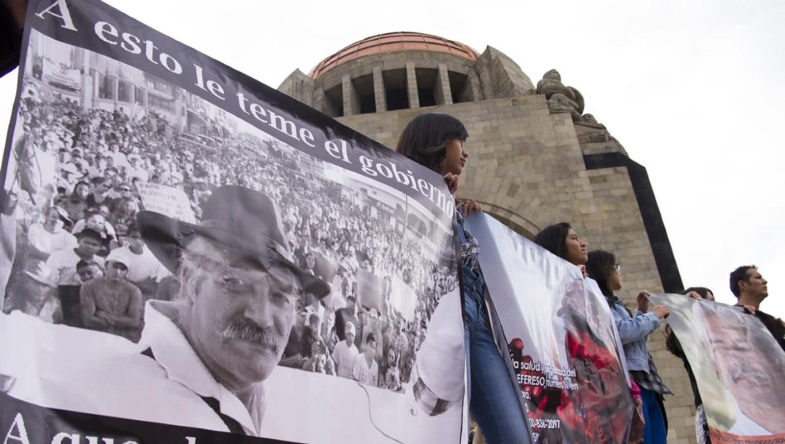Ciudadanos se manifiestan a favor de Mireles en el Distrito Federal